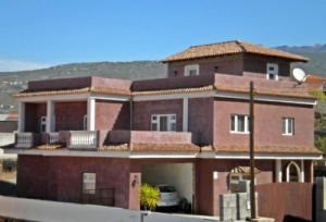 6 Bed Villa for sale  in Buzanada